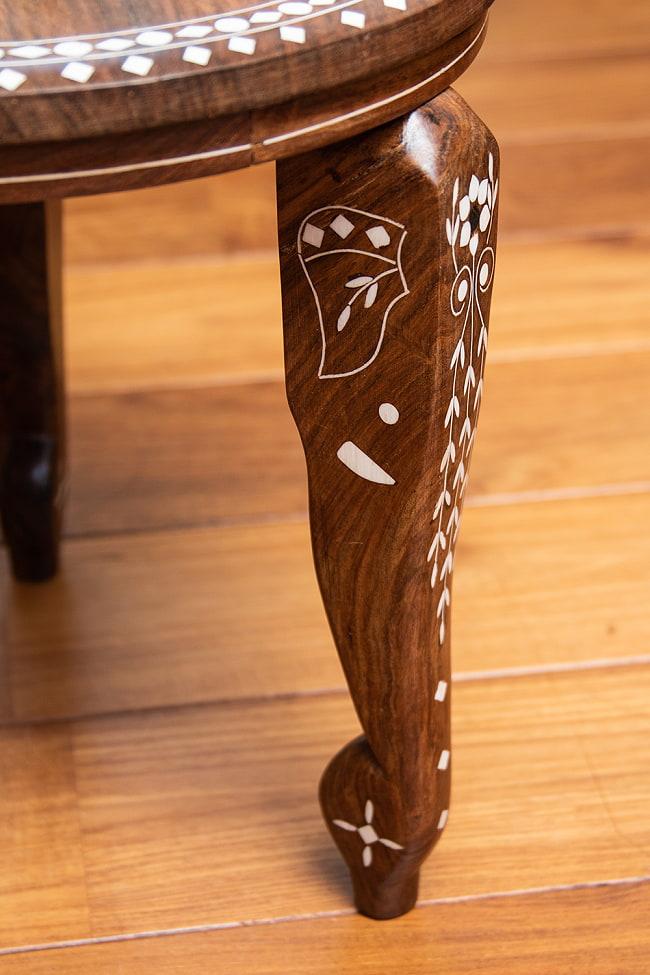 象モチーフのアジアンサイドテーブル 【直径:約30cm】 5 - 脚の部分をぐるりと見てみました。象の顔をモチーフにしていてキュートです。