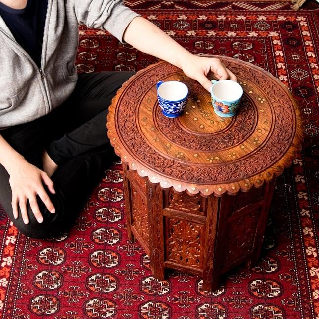 アジアンサイドテーブル 【直径:46cm】【格子足タイプ】 12 - 170cmの男性とサイズ比較してみました。