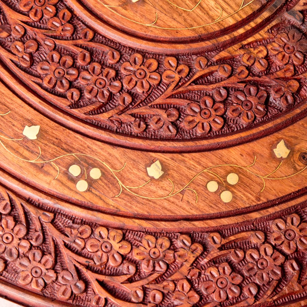 アジアンサイドテーブル 【直径:46cm】【格子足タイプ】 5 - 緻密な彫刻からは彫師の技術の高さがうかがえます。