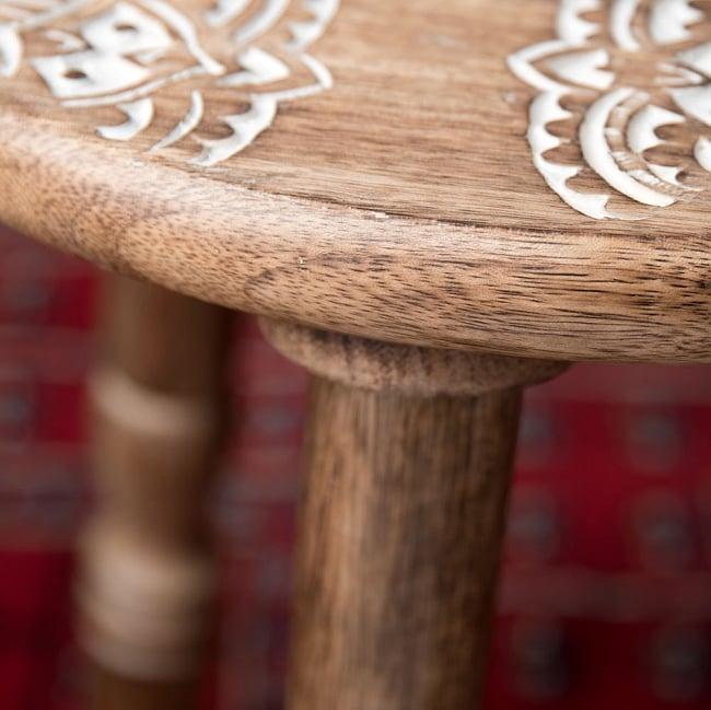 マンゴーウッドのマンダラ・スツール - 子供用椅子 - 小さな椅子 マンダラ 8 - 横から撮影しました