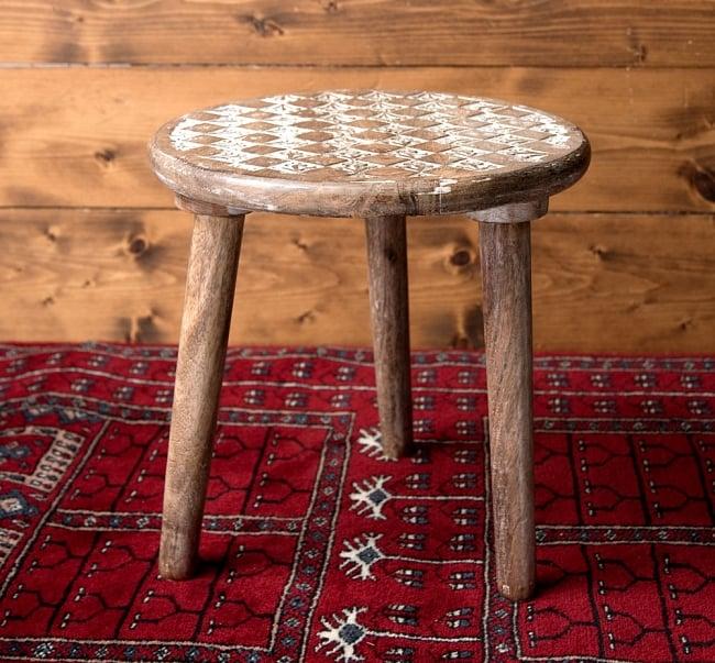 マンゴーウッドのマンダラ・スツール - 子供用椅子 - 小さな椅子 格子模様 3 - 角度を変えて全体を撮影しました