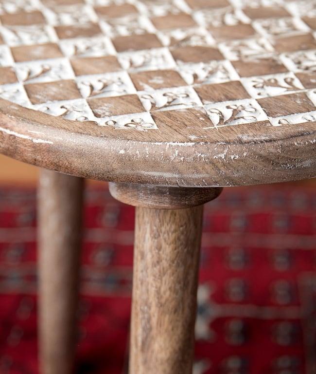 マンゴーウッドのマンダラ・スツール - 子供用椅子 - 小さな椅子 格子模様 8 - 横から撮影しました
