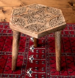 【選べる4個セット】マンゴーウッドのマンダラ・スツール - 子供用椅子 - 小さな椅子 つる草模様の写真