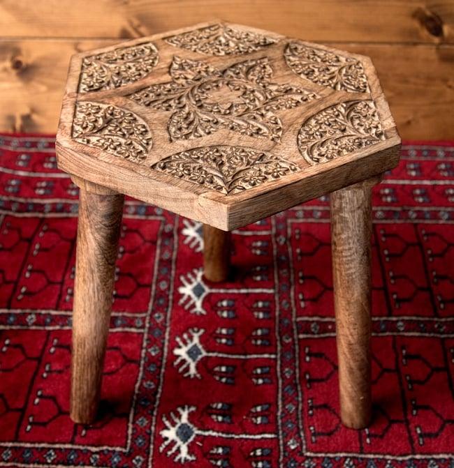 マンゴーウッドのマンダラ・スツール - 子供用椅子 - 小さな椅子 六角形ナチュラルの写真