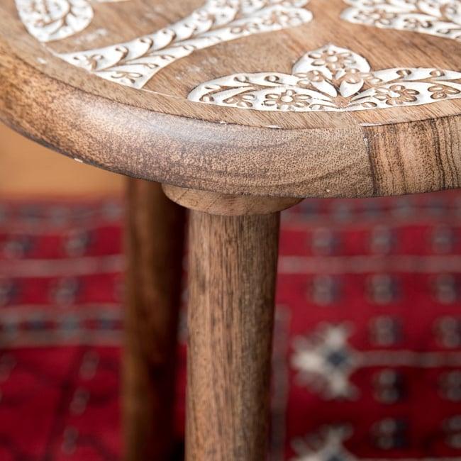 マンゴーウッドのマンダラ・スツール - 子供用椅子 - 小さな椅子 つる草模様 8 - 横から撮影しました