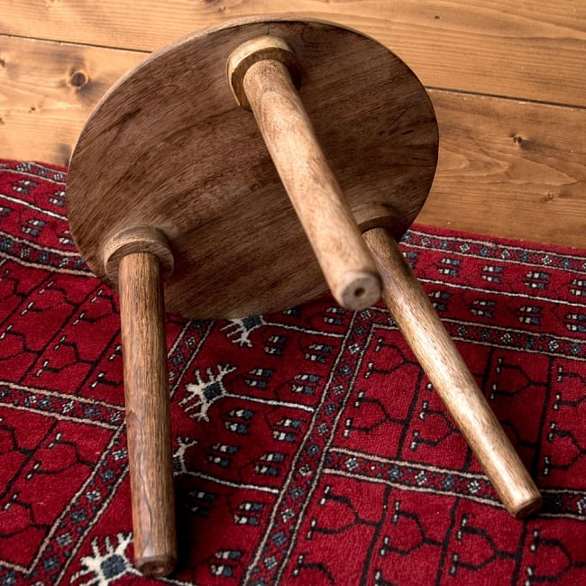 マンゴーウッドのマンダラ・スツール - 子用椅子 - 小さな椅子 全面花模様 10 - 横から撮影しました