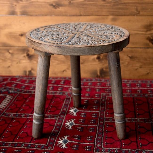 マンゴーウッドのマンダラ・スツール - 子用椅子 - 小さな椅子 全面花模様 2 - 角度を変えて全体を撮影しました