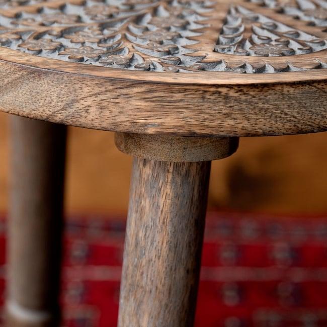 マンゴーウッドのマンダラ・スツール - 子用椅子 - 小さな椅子 全面花模様 9 - 横から撮影しました