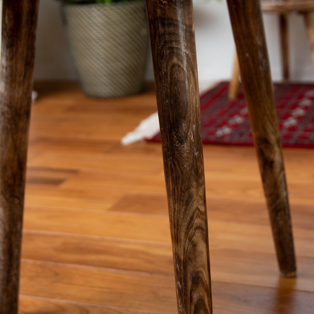 フラワーマンダラの彫刻が美しいサイドテーブル ホワイト -【天盤直径:54cm】 5 - 裏面の様子です。