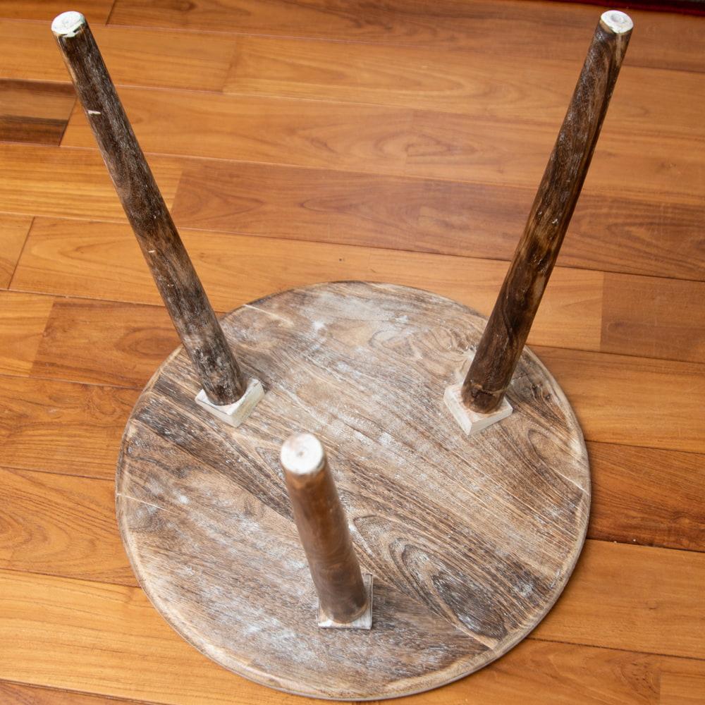 フラワーマンダラの彫刻が美しいサイドテーブル ホワイト -【天盤直径:54cm】 6 - レッグはねじ込み式になっています。