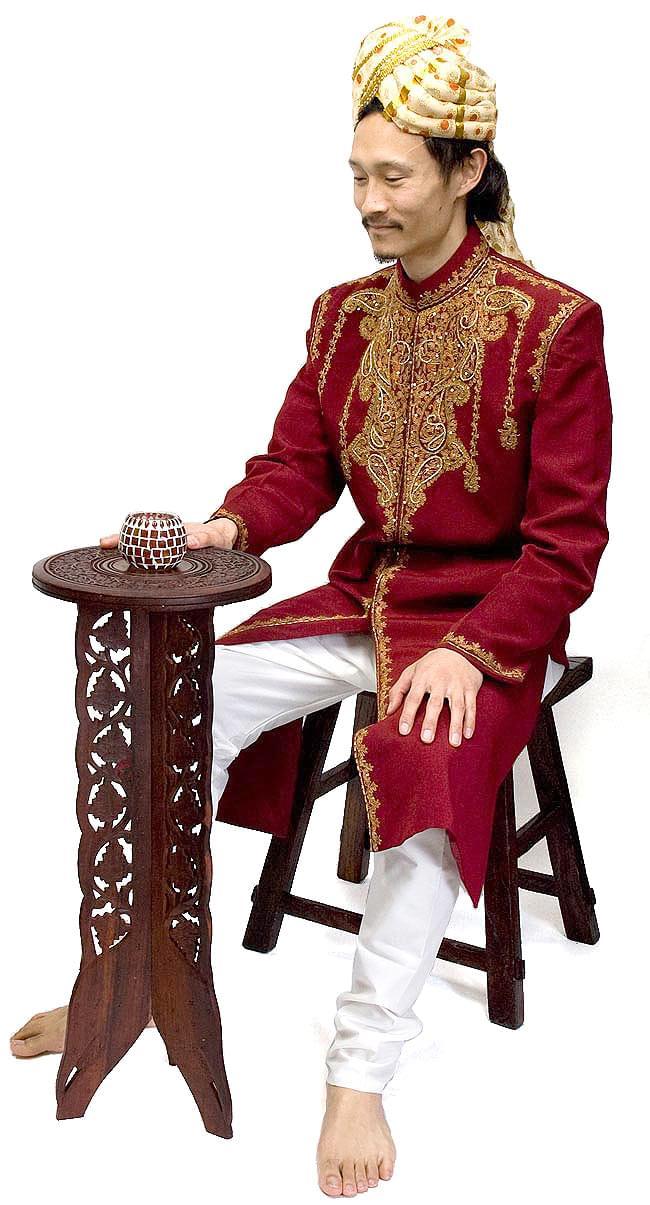 アジアンサイドテーブル 【直径:29cm】【トール】の写真10 - インドパパと一緒に撮影しました。サイズイメージのご参考にどうぞ。