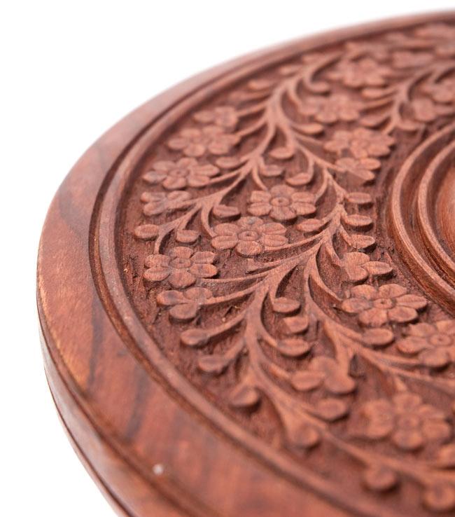 アジアンサイドテーブル 【直径:29cm】【トール】の写真4 - 端の彫刻を撮影しました。