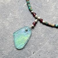 〔一点もの〕ターコイズとローマングラスのペンダント付きネックレス ローマ時代からの贈り物