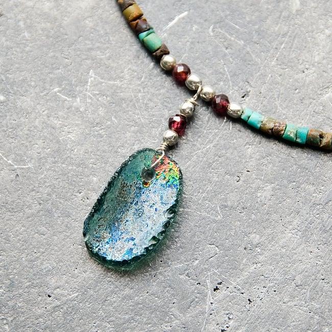 〔一点もの〕ターコイズとローマングラスのペンダント付きネックレス ローマ時代からの贈り物 2 - ローマングラスペンダントの裏面です