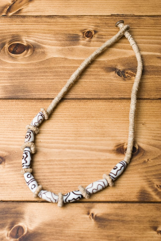 ヘンプのネックレス[ベージュホワイト]の写真