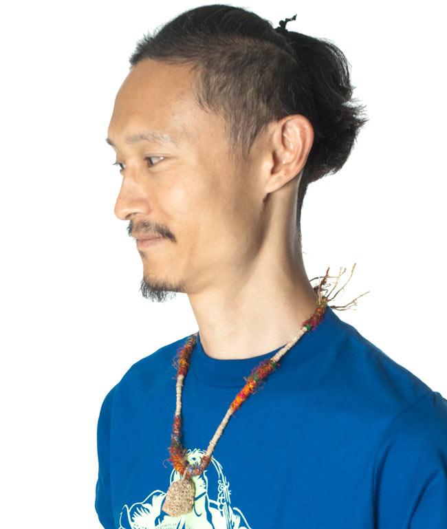 ヘンプとリサイクルシルクの鈴付きネックレスの写真5 - インドパパが着用してみました
