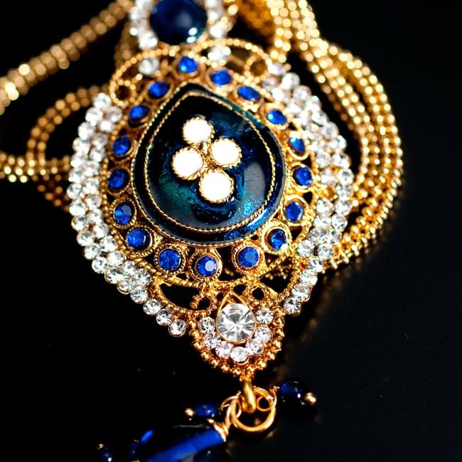 インド伝統アクセサリー オーバルネックレス&ピアスセット 4 - ネックレスの拡大写真です。光を受けると美しく輝きます。