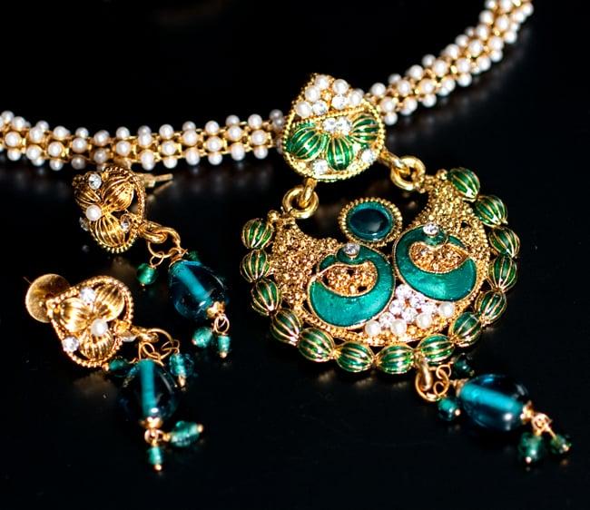 インド伝統アクセサリー ピーコックネックレス&ピアスセットの写真2 - セットなので気軽にあわせることができます