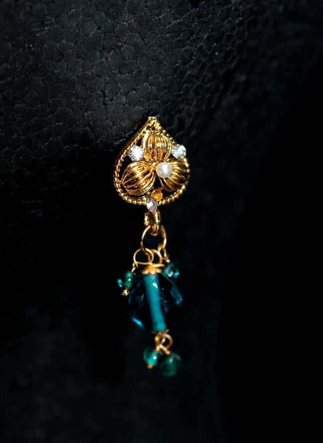 インド伝統アクセサリー ピーコックネックレス&ピアスセット 5 - ピアスの写真です。こちらも存在感があり綺麗です。