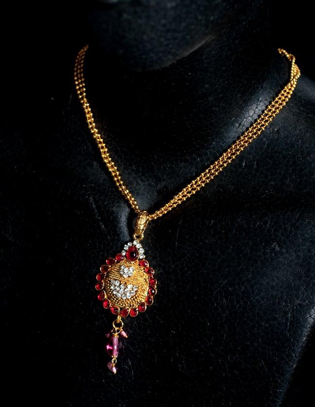 インド伝統アクセサリー フラワーネックレス&ピアスセット 6 - ネックレスの写真です。マネキンにかけてみました。