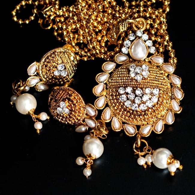 インド伝統アクセサリー フラワーネックレス&ピアスセット 8 - 【選択:B】白の写真です