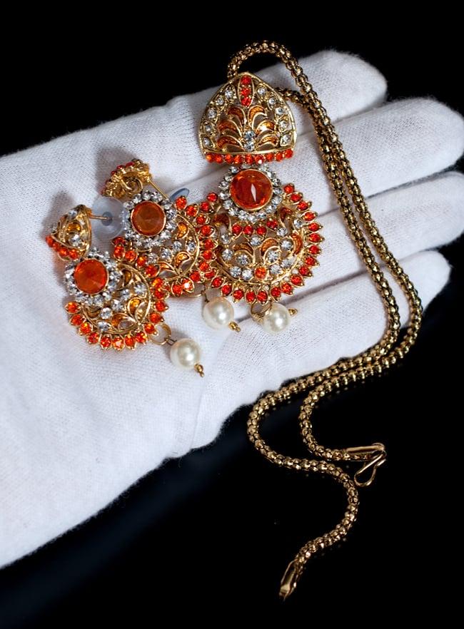 インド伝統アクセサリー フラワーネックレス&ピアスセット 8 - このくらいのサイズ感になります