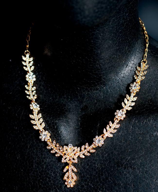 シンプルラインストーンのネックレス&ピアスセット パーティーや結婚式などへ アクセサリーセット 6 - ネックレスをマネキンにかけてみました。