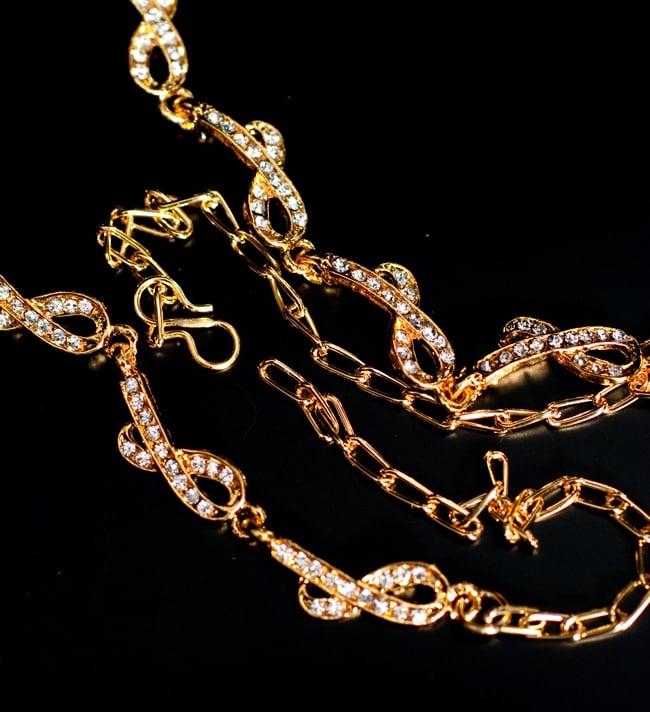 インド伝統アクセサリー シンプルラインストーンのネックレス&ピアスセットの写真3 - チェーンの取り付け部分はこのようになっています