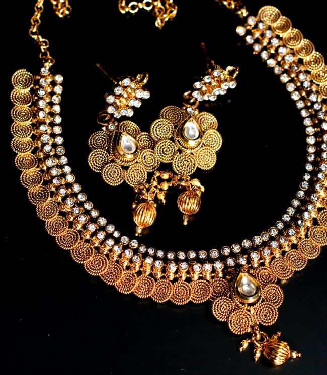 ゴールド・ドクラデザイン ネックレス&ピアスセット インド伝統アクセサリー 2 - 伝統的なデザインで落ち着いたテイスト。様々な場面で使いやすいアクセサリーです。