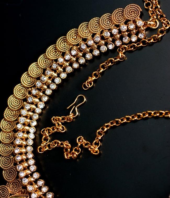 ゴールド・ドクラデザイン ネックレス&ピアスセット インド伝統アクセサリー 3 - チェーンの取り付け部分はこのようになっています
