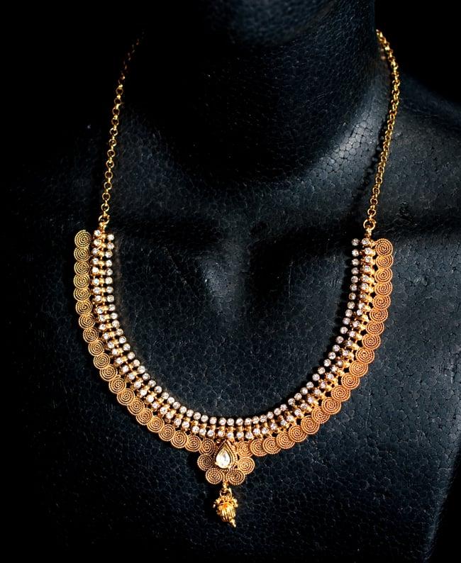 ゴールド・ドクラデザイン ネックレス&ピアスセット インド伝統アクセサリー 6 - ネックレスをマネキンにかけてみました。