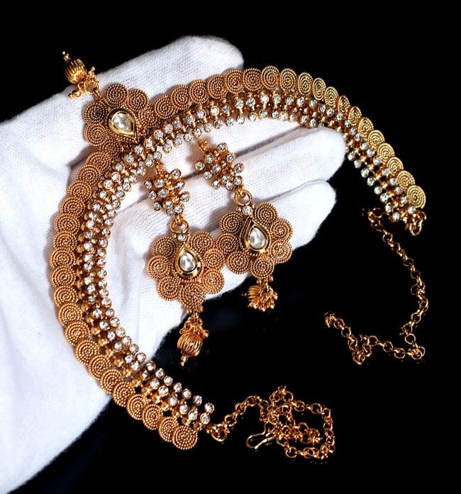 ゴールド・ドクラデザイン ネックレス&ピアスセット インド伝統アクセサリー 8 - サイズ感はこのくらいです