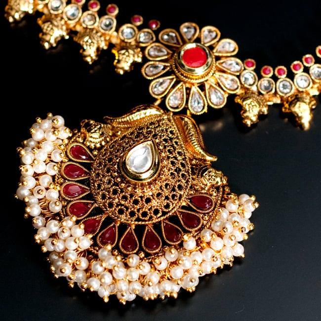 インド伝統アクセサリー クンダンネックレス&ピアスセット 4 - ネックレスの拡大写真です。光を受けると美しく輝きます。