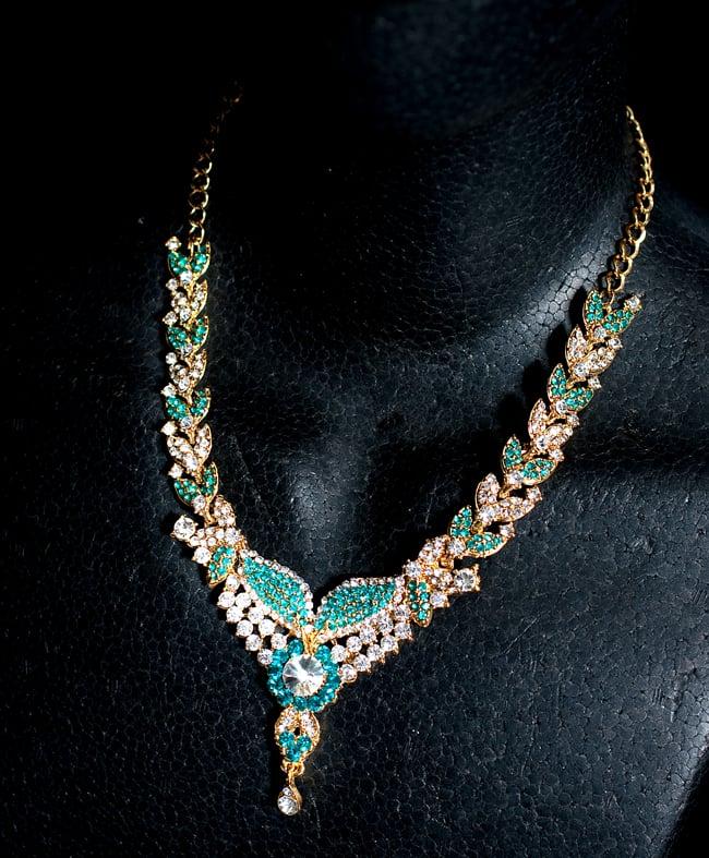 インドアクセサリー3点セット〔ネックレス、ピアス、ティッカ〕 - 水色の写真7 - ネックレスをマネキンにかけてみました。