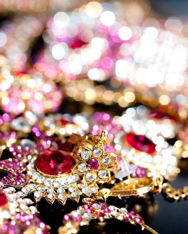 [インド品質]パーティー&婚礼用ジュエリー 豪華9点セット 12 - とてもキレイに輝くアクセサリーです