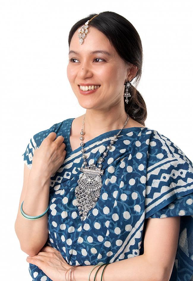 ラバリ族デザイン トライバル・シルバーメタル ネックレス&ピアスセット 11 - 類似品の着用例です