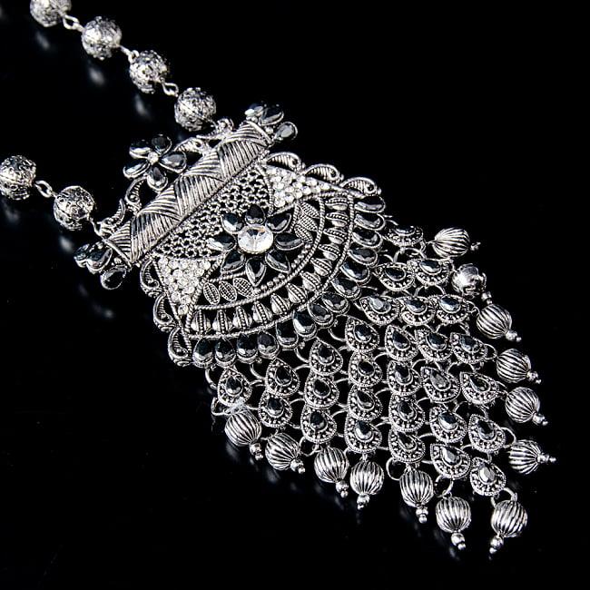 ラバリ族デザイン トライバル・シルバーメタル ネックレス&ピアスセット 4 - ネックレスの拡大写真です。光を受けると美しく輝きます。