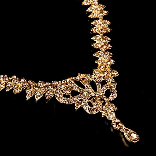 シンプルラインストーンのネックレス&ピアスセット パーティーや結婚式などへ アクセサリーセット 4 - ネックレスの拡大写真です。光を受けると美しく輝きます。