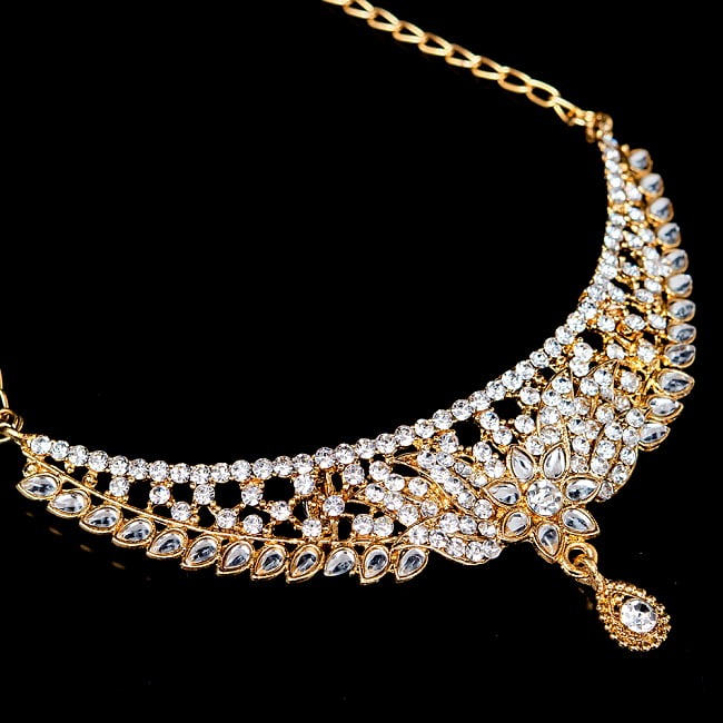 インドアクセサリー3点セット〔ネックレス、ピアス、ティッカ〕 パーティーや結婚式などへ 4 - ネックレスの拡大写真です。光を受けると美しく輝きます。