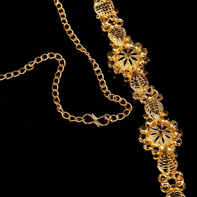 ゴージャス・ゴールド ネックレス&ピアスセット インド伝統アクセサリー 3 - チェーンの取り付け部分はこのようになっています