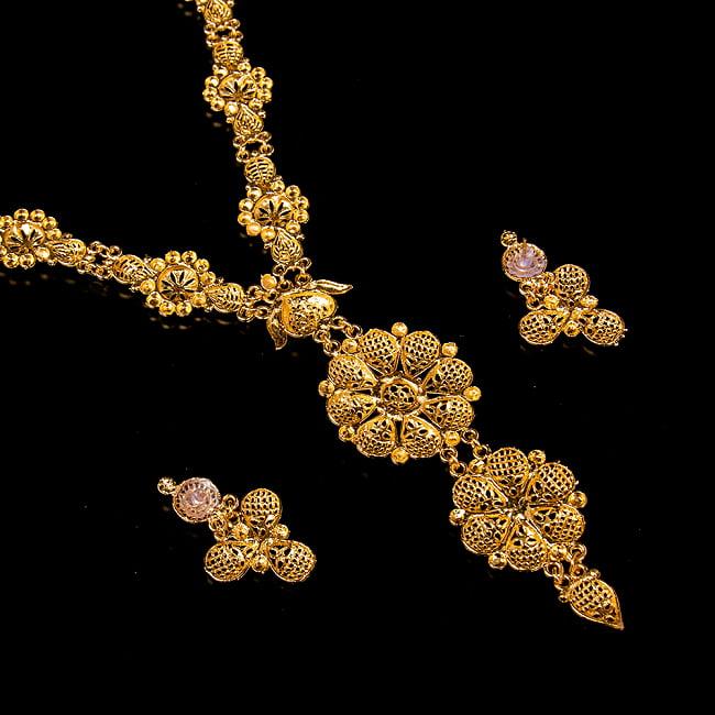 ゴージャス・ゴールド ネックレス&ピアスセット インド伝統アクセサリー 5 - 裏面の写真です