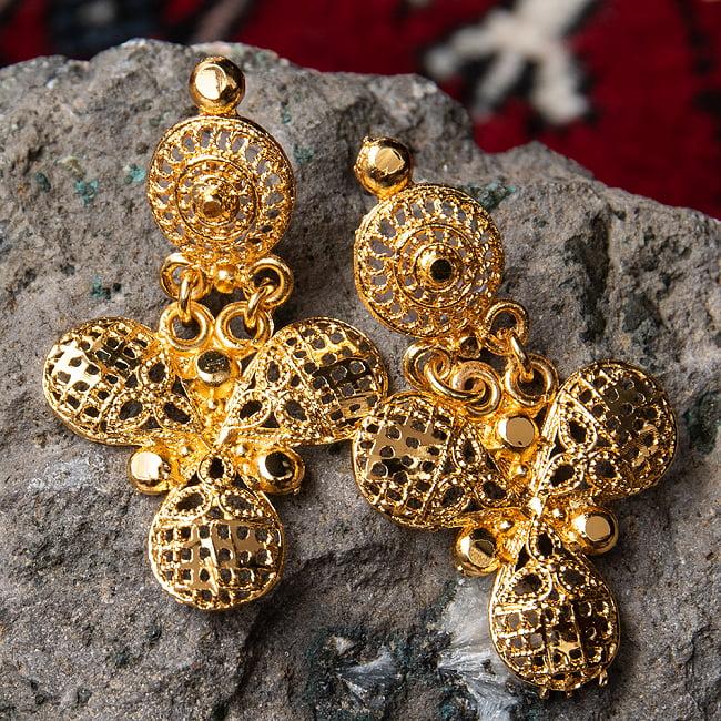 ゴージャス・ゴールド ネックレス&ピアスセット インド伝統アクセサリー 7 - ピアスの拡大写真です