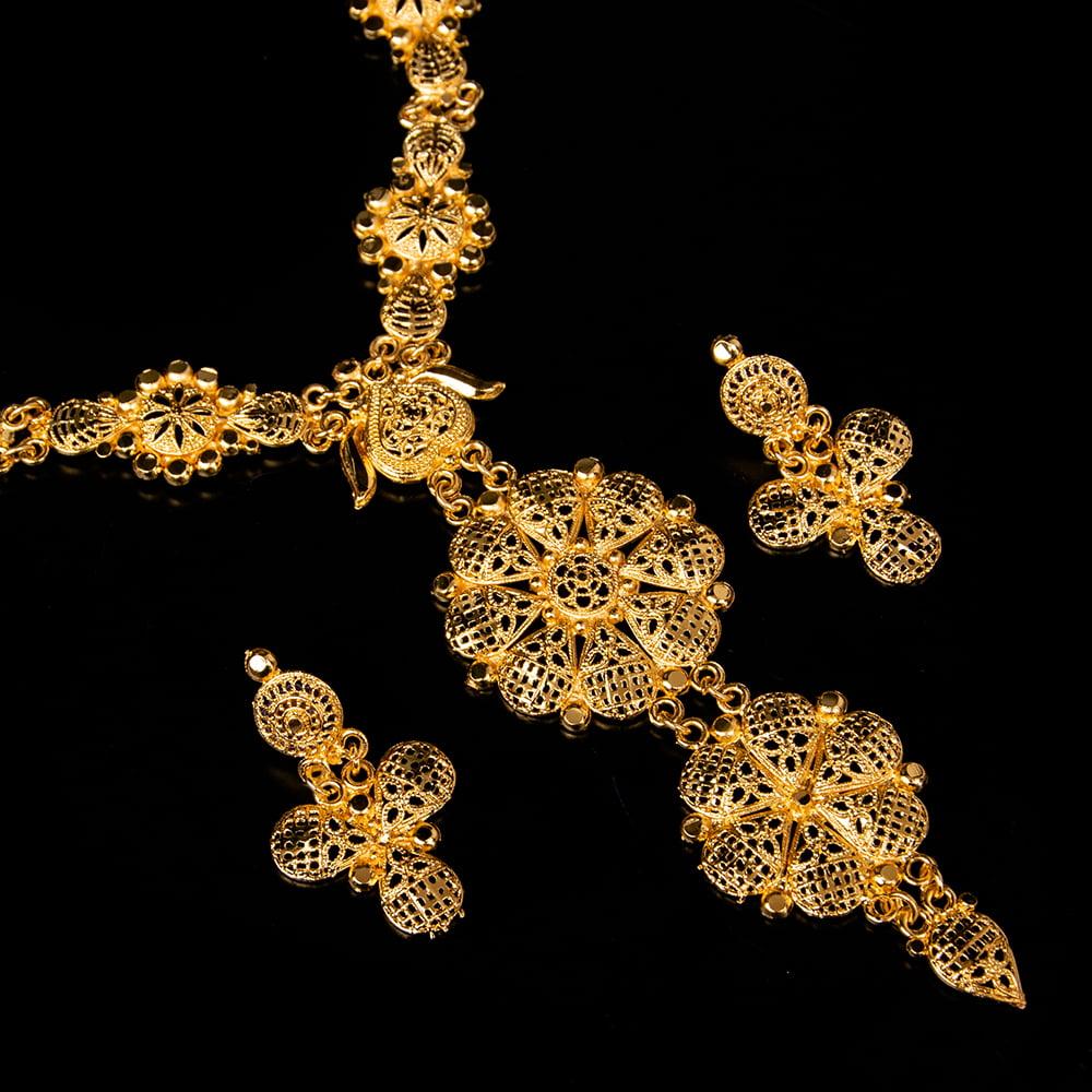 ゴージャス・ゴールド ネックレス&ピアスセット インド伝統アクセサリーの写真