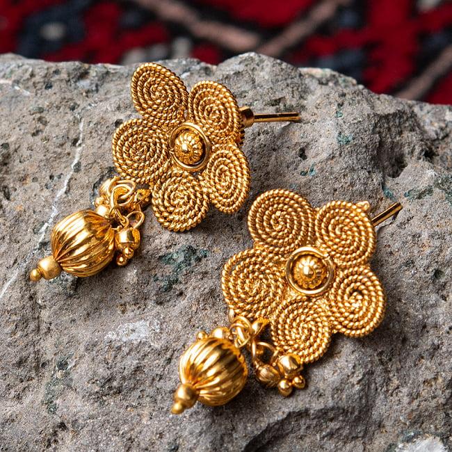 ゴールド・ドクラデザイン ネックレス&ピアスセット インド伝統アクセサリー 7 - ピアスの拡大写真です