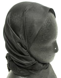 インドの鼻ピアス(小) 2 - マネキンに付けた写真です