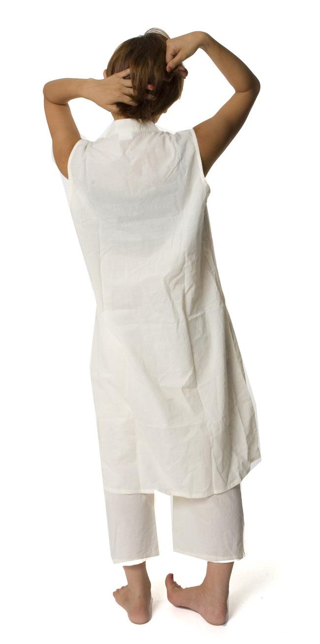 ペイズリー刺繍のルームウェア 【オフホワイト】 4 - 後ろ姿はシンプルです。