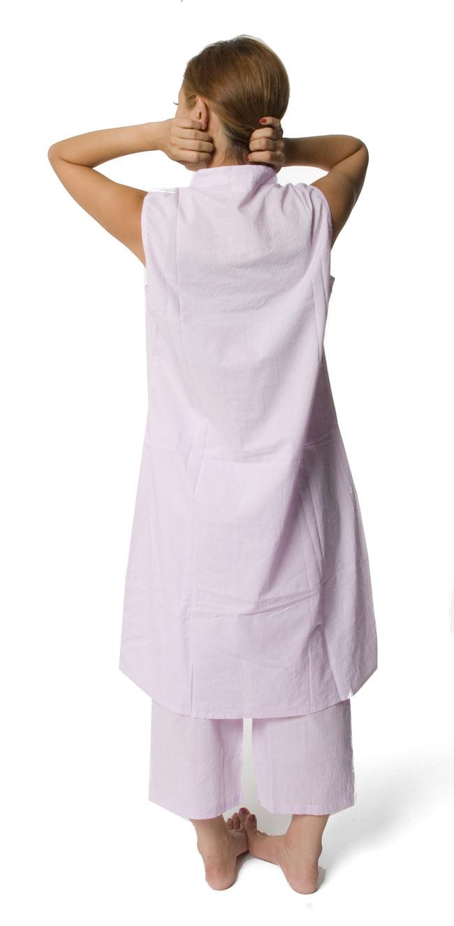 ペイズリー刺繍のルームウェア 【パープル】 4 - 後ろ姿はシンプルです。