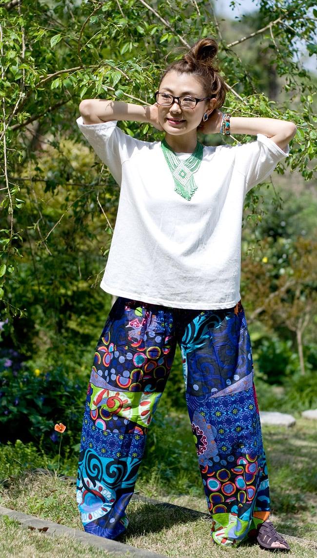 カラフルプリントのワイドパンツの写真6 - E:ネイビー