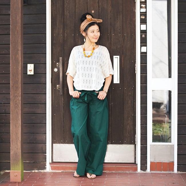 リボンベルトのワイドパンツ 5 - 身長165�のスタッフの着用例です。こちらは、【絞りなし】のタイプです。長足効果で、綺麗なシルエットです。