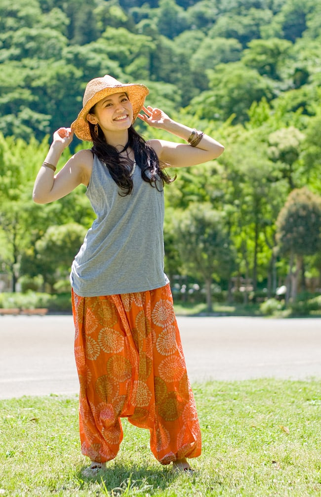 カラフルプリントのホルターネック2WAYパンツの写真12 - L:オレンジ